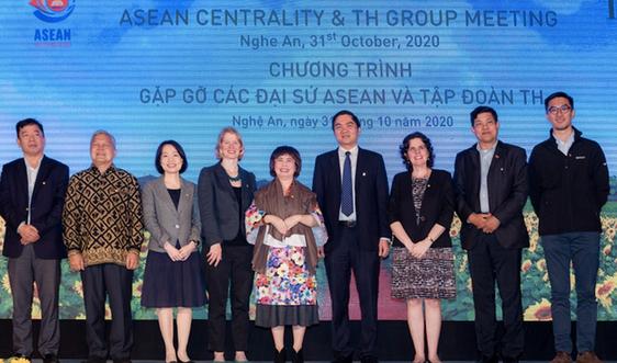Các Đại sứ ấn tượng trước cụm trang trại công nghệ cao lớn nhất châu Á của Tập đoàn TH