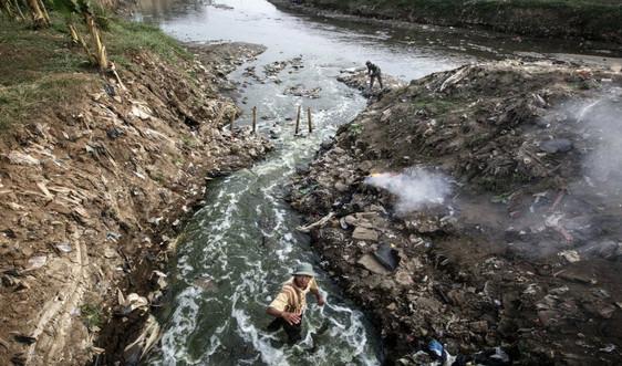 Vốn là thiên đường, sông Citarum (Indonesia) đang nghẹt thở vì hóa chất và rác thải