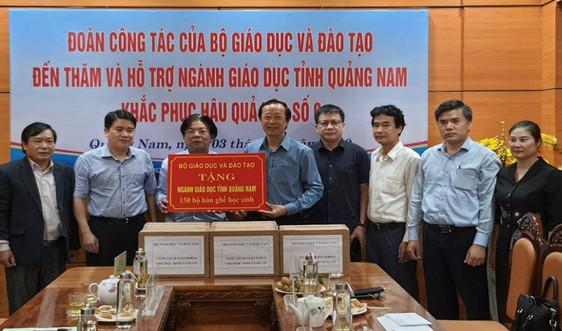 Bộ GDĐT trao tặng gần 10 tỷ đồng cho 4 tỉnh miền Trung