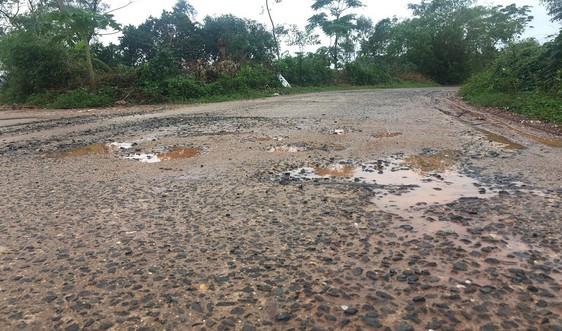 Quảng Bình: Dự án đường giao thông nông thôn hơn 4 tỷ đồng chưa bàn giao đã bong tróc