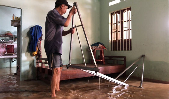 Hết bão đến lũ, người dân Quảng Ngãi đã kiệt sức