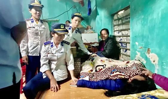 Phụ nữ Cảnh sát biển chung tay ủng hộ đồng bào miền Trung khắc phục thiên tai