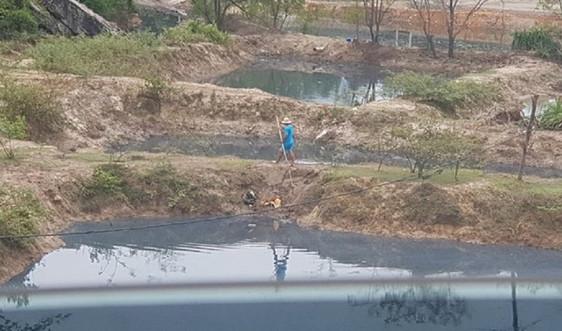 Nghệ An: Kiểm tra đào ao nuôi tôm trái phép tại Quỳnh Lập