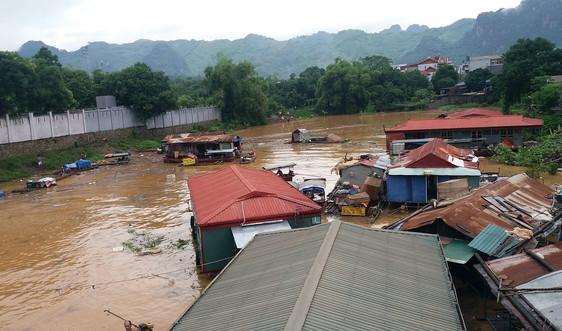 Các nhà khí hậu học thế giới nghiên cứu về bão lũ nghiêm trọng ở Việt Nam
