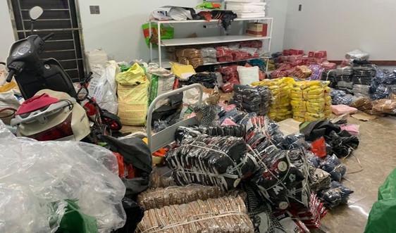 Gần 8.000 sản phẩm thời trang giả thương hiệu lớn nhập lậu tại Quảng Ninh