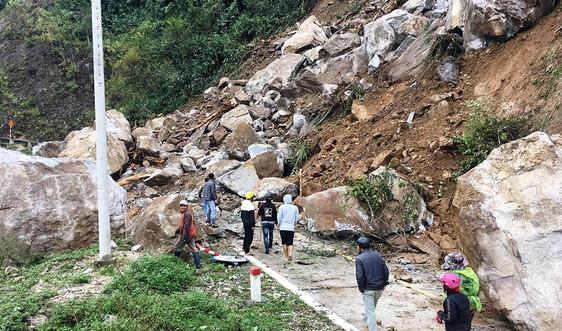 Kon Tum: Sạt lở lớn trên đường Trường Sơn Đông