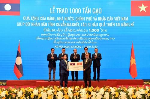 Trân trọng truyền thống 'hạt gạo cắn đôi, cọng rau bẻ nửa' Việt-Lào