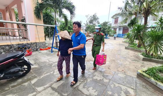 Đà Nẵng: Sơ tán hàng ngàn người dân tránh bão số 13