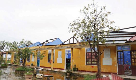 Thừa Thiên Huế: Hơn 14km bờ biển sạt lở, hàng ngàn nhà dân tốc mái sau bão số 13
