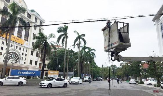 Sau bão lũ, Thừa Thiên Huế xử lý cáp thông tin rác