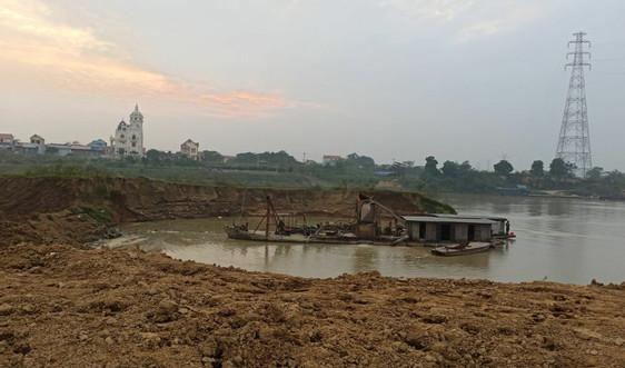 """Bắc Giang: Sông Cầu """"oằn mình"""" vì cát tặc"""