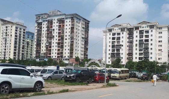 Hoàng Mai - Hà Nội: Bao giờ xử lý dứt điểm tình trạng chiếm đất công làm bãi trông giữ xe?