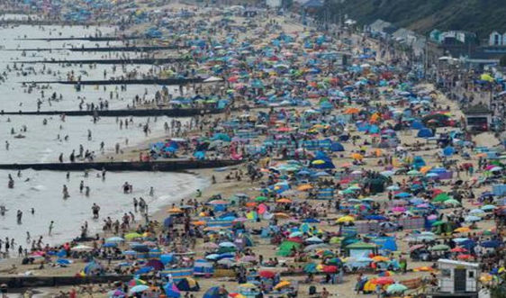Sóng nhiệt khiến 2.556 ca tử vong khi nước Anh đương đầu với COVID-19