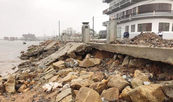 """Thừa Thiên Huế: Công trình hơn 170 tỷ đồng """"tan nát"""" sau mưa bão"""