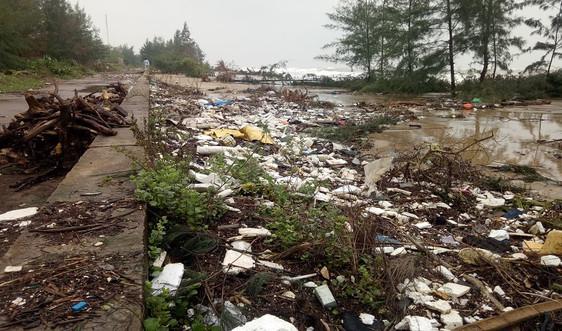 Quảng Bình: Kiểm soát rác thải nhựa bờ biển