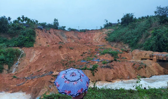 Miền Trung lại ngập lụt, sạt lở núi kinh hoàng sau 3 ngày mưa lớn