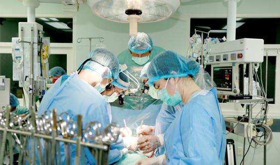 Vượt hơn 1000 km mang tim về Huế ghép thành công cho bệnh nhân