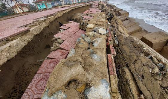 Nghệ An: Kè biển Cửa Lò bị sóng đánh tan hoang chưa được khắc phục