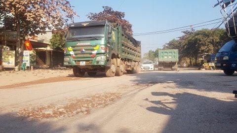 Bắc Giang: Xe quá khổ, quá tải tung hoành Quốc lộ 31