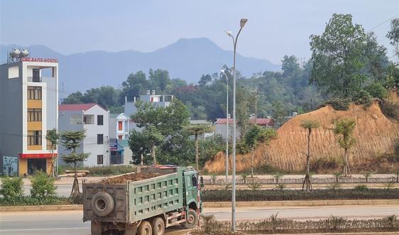 """Cao Bằng: Người dân """"khốn khổ"""" vì xe chở đất gây ô nhiễm môi trường"""