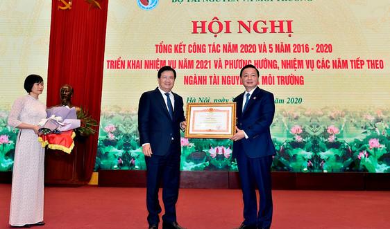 Bộ Tài nguyên và Môi trường vinh dự đón nhận Bằng khen của Thủ tướng Chính phủ