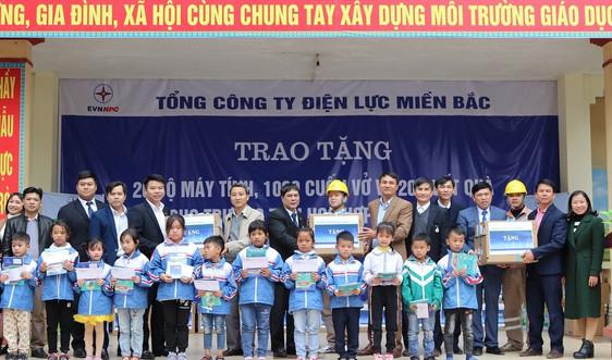 EVNNPC trao tặng quà tại Trường Tiểu học Hợp Thịnh số 2 Bắc Giang