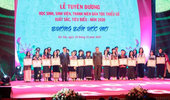 Tuyên dương học sinh, sinh viên, thanh niên DTTS xuất sắc: Tôn vinh truyền thống hiếu học của dân tộc Việt Nam