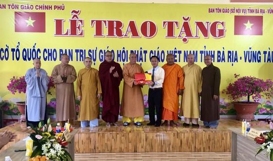 Ban Tôn giáo Chính phủ tặng 500 cờ Tổ quốc cho Giáo hội Phật giáo tỉnh Bà Rịa - Vũng Tàu