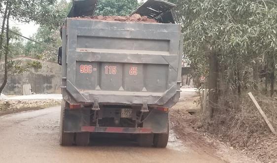 """Thái Nguyên: Xe quá tải """"băm nát"""" đường tỉnh lộ 261, cơ quan chức năng ở đâu?"""