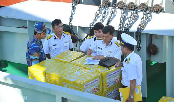 Vùng 2 Hải quân chuẩn bị quà đi thăm, chúc Tết nhà giàn DK1 và Côn Đảo