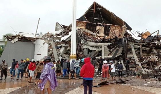 Động đất ở Indonesia san phẳng các tòa nhà ở đảo Sulawesi
