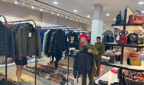 Quảng Ninh: Phát hiện cơ sở kinh doanh hàng hóa nghi nhập lậu trị giá trên 1,5 tỉ đồng