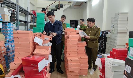 9.000 chiếc chân gà và 2.038 đôi giầy dép nhập lậu