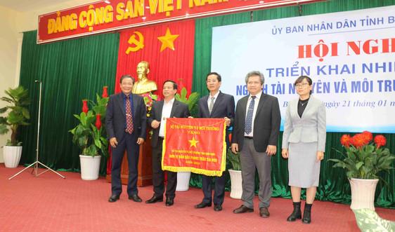 Sở Tài nguyên và Môi trường Bình Định nhận cờ thi đua của Bộ Tài nguyên và Môi trường
