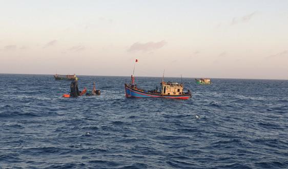 Tiếp nhận 01 thi thể ngư dân trên tàu cá BT 93998 TS bị nạn trên biển Côn Đảo
