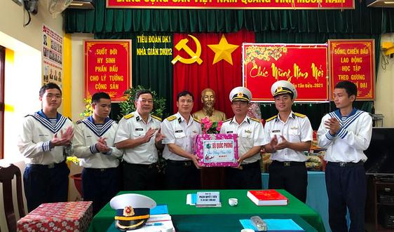 Bộ tư lệnh Vùng 2 Hải quân chúc Tết sớm các nhà giàn DK1 trên biển