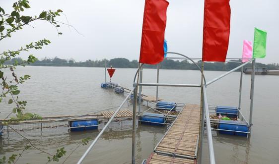 Hỗ trợ công cụ thu gom rác trên sông tại Nam Định