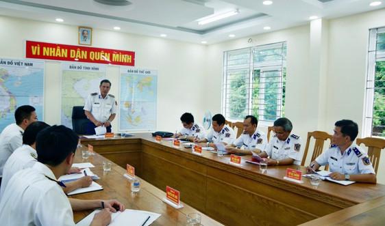 Phó Tư lệnh Cảnh sát biển kiểm tra công tác sẵn sàng chiến đấu và thăm, chúc Tết Hải đội 33 tại Côn Đảo