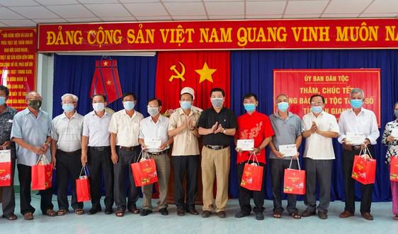 Lãnh đạo Ủy ban Dân tộc thăm và chúc Tết đồng bào DTTS An Giang và Sóc Trăng