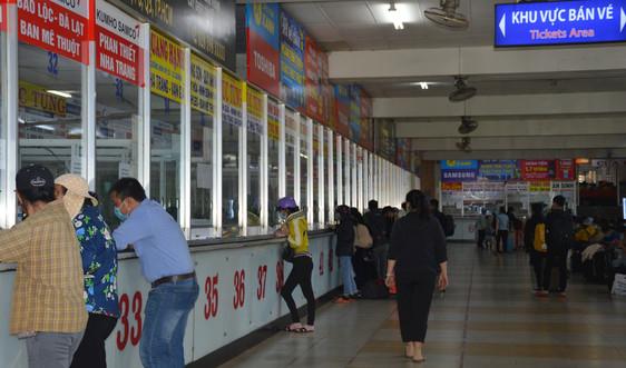Bến xe miền Đông sôi động người về đón Tết