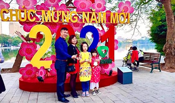 Hà Nội: Rực rỡ cờ hoa chào đón xuân mới Tân Sửu