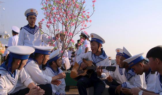 Đã là lính hải quân xin được cống hiến cho mùa xuân biển, đảo