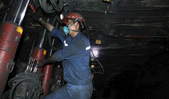 Quảng Ninh: Hàng vạn công nhân lao động trở lại làm việc sau Tết Nguyên đán