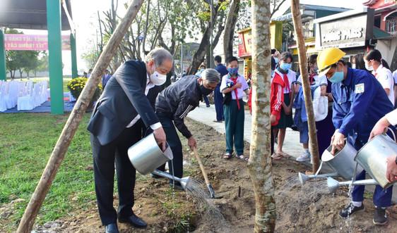 """Chùm ảnh """"Tết trồng cây đời đời nhớ ơn Bác Hồ"""" xuân Tân Sửu tại Thừa Thiên Huế"""