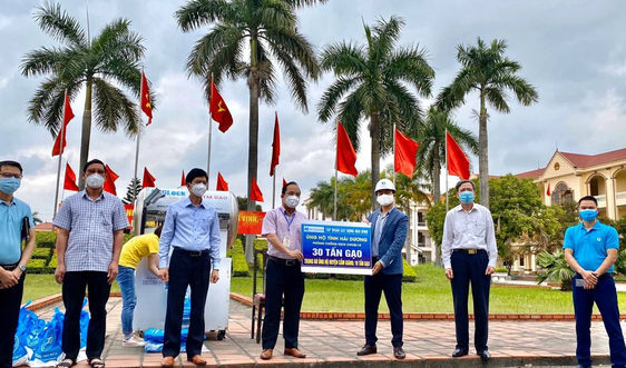 Tập đoàn Xây dựng Hòa Bình ủng hộ 30 tấn gạo cho Hải Dương