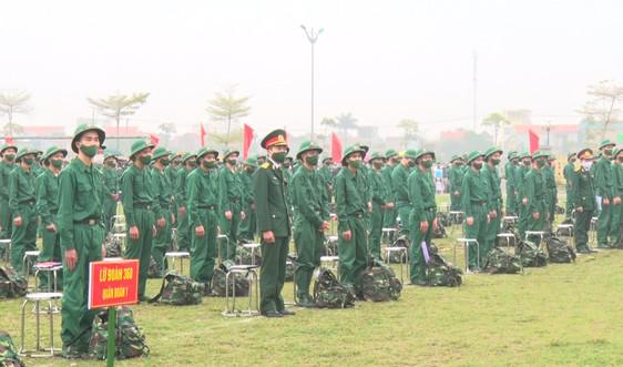 Hàng nghìn thanh niên Ninh Bình nô nức lên đường nhập ngũ