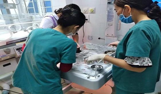Phát hiện bé gái sơ sinh bị bỏ rơi trên bãi biển Quảng Bình