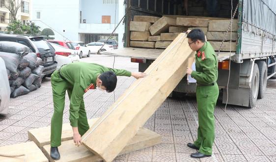 Hà Tĩnh: Bắt giữ xe tải vận chuyển gỗ không rõ nguồn gốc