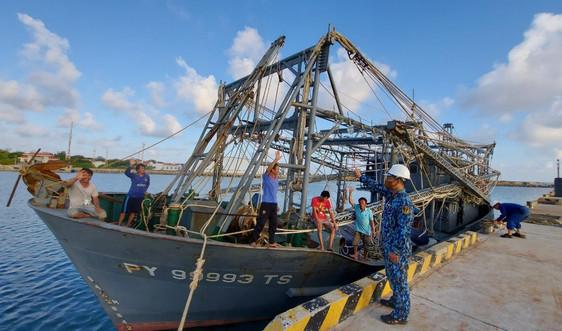 Hải đoàn 129, Quân cảng Sài Gòn khắc phục thành công sự cố hai tàu cá tỉnh Phú Yên
