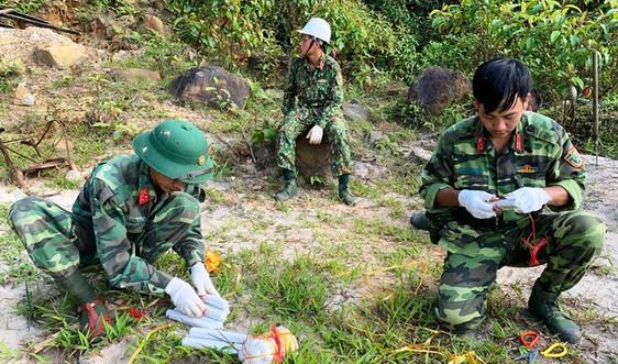 Đà Nẵng: Dùng thuốc nổ đánh sập các hầm vàng trái phép